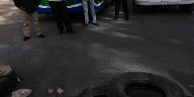 Vecinos de Zumpango cierran la México-Pachuca; exigen servicios