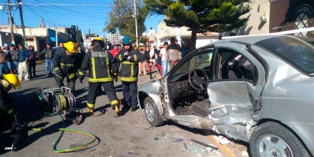 Rescatan a un hombre que quedó prensado tras accidente en Pachuca