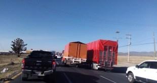 Bloquean comerciantes de Central de Abastos carretera México-Pachuca