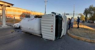 Se vuelca pipa de gas sobre carretera México-Querétaro: PC Tepeji
