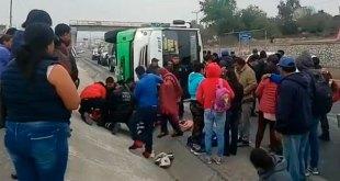 Se vuelca autobús de AVM sobre vía Tula-Jorobas