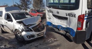 Cuatro lesionados tras choque de camioneta contra Urvan en la Pachuca-Sahagún