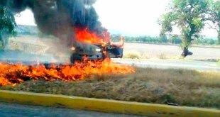 Reportan narcobloqueos e incendio de vehículos en Guanajuato