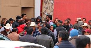 Filas y pasarela de políticos en registro a candidaturas de Morena Hidalgo