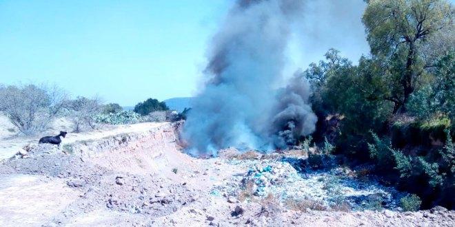 Reportan el incendio del antiguo basurero de Tlaxcoapan