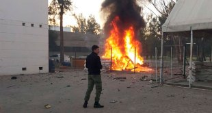 Explota coche en sede de Guardia Nacional en Celaya
