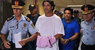 Entre lágrimas y con carne, despiden a Ronaldinho en la cárcel