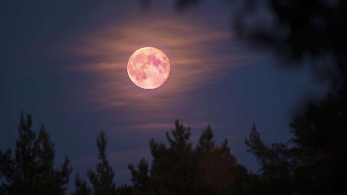 Este martes 7 de abril se podrá ver la Superluna rosa