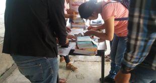 Por falta de internet, donan libros a alumnos en Huehuetla