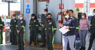 Tras clausura, se manifiestan trabajadores de gasolinera de Pachuca