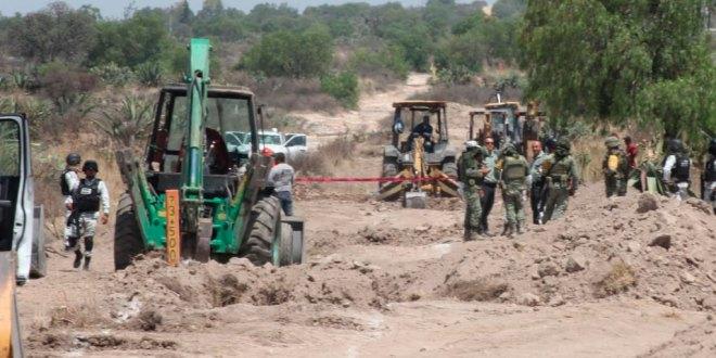 Trabajadores causan fuga en ducto de Pemex, en San Agustín Tlaxiaca