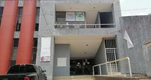 Sacan a subsecretario de Gobierno de oficinas en Huejutla