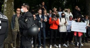 Se manifiestan en contra del confinamiento, en Alemania