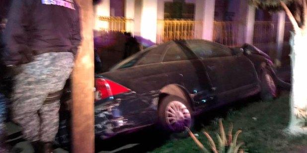 Chocan su auto en el bulevar Colosio de Pachuca