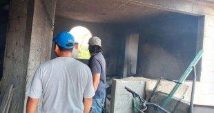 Se incendia casa que almacenaba pirotecnia, en Ixmiquilpan