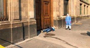 Protesta presunto enfermo de Covid-19 afuera de Palacio Nacional