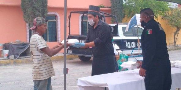 Voluntarios entregan alimentos a población vulnerable en Tizayuca