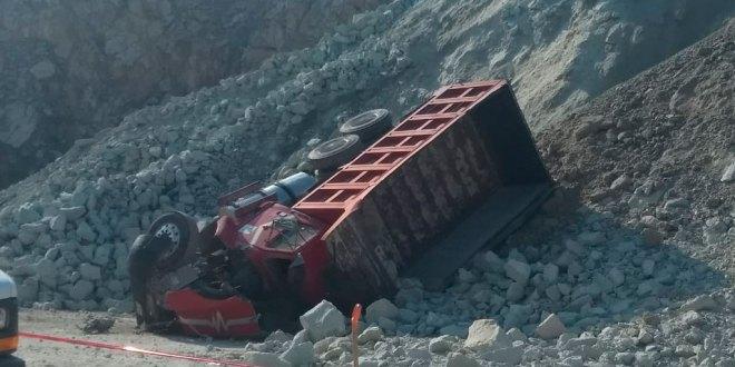 Hombre muere prensado debajo de un camión en Tula