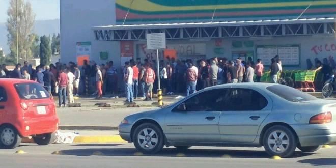 Sujetos saquean una tienda Aurrerá en Tlahuelilpan