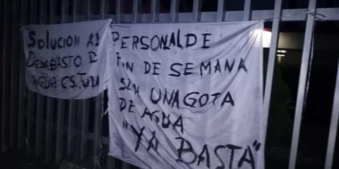 Con protesta, acusan 10 meses de escasez de agua en clínica de Tula
