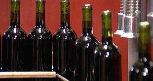 Francia transformará sus excedentes de vino en desinfectante de manos
