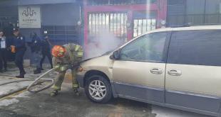 Camioneta se incendia sobre el bulevar Felipe Ángeles, en Pachuca