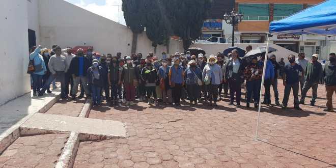 Tianguistas se manifiestan en alcaldía de Mineral de la Reforma