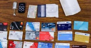 Arrestan a dos en Zapotlán por portación ilegal de 21 tarjetas bancarias