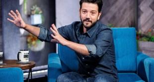 Diego Luna cena y debate con personalidades en Pan y Circo