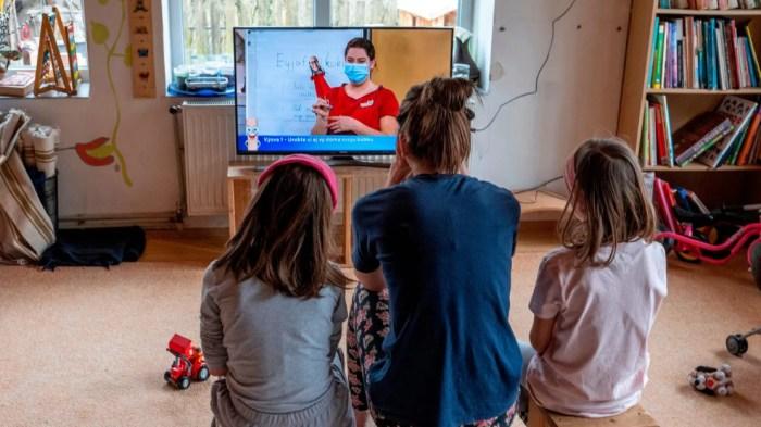 Un reto, el modelo de educación a distancia: padres de familia