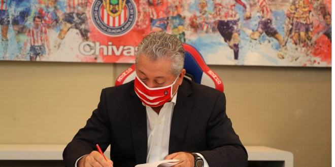 Presentan a Víctor Manuel Vucetich como técnico de las Chivas