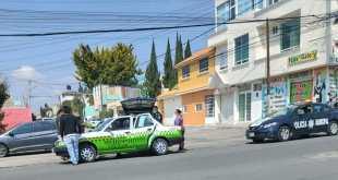 Hombre muere de presunto infarto en un taxi de Pachuca