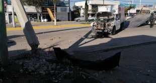 Camioneta choca con un poste en Colosio y deja sin luz a locales