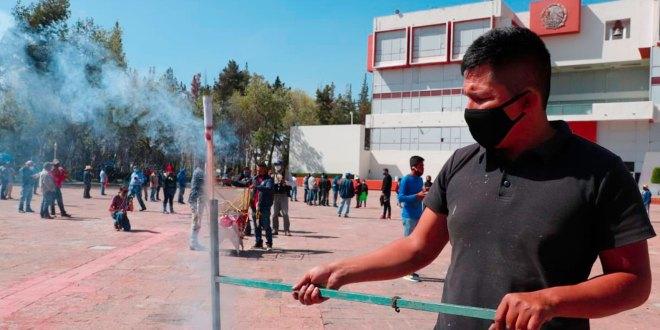Coheteros manifiestan plaza Juárez falta trabajo