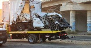 Choque entre tres autos deja dos heridos en Tula