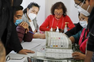 Entre disturbios, arranca entrega de constancias en Hidalgo