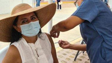 Vacunan contra Covid a regidora en Acapulco; lo presume en redes