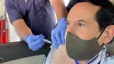 Pepillo Origel se pone la segunda dosis de vacuna y se burla de sus haters