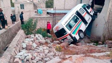 Transporte público choca domicilio Mineral de la Reforma