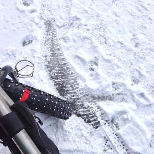 雪上のスリップ痕