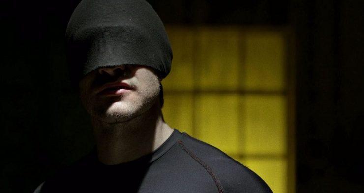 Demolidor aparece com uniforme preto em imagens da terceira temporada
