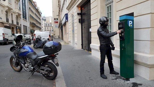 Coup de gueule : mise en place dès Janvier 2021 du stationnement payant pour les motos et scooters dans paris intra muros …