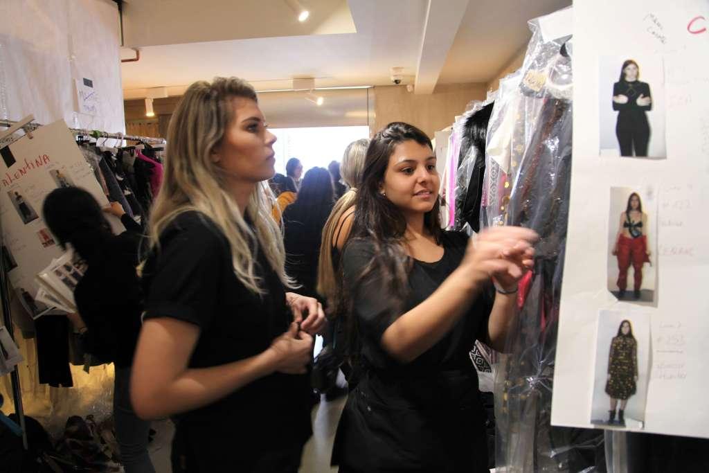 Participando do backstage dos desfiles da NYFW com o NY Fashion Tour Fashion Tour - Curso de moda em Nova York - Tour de moda em Nova York - semana de moda de Nova York - desfiles - NYFW - backstage - Crivorot & Scigliano