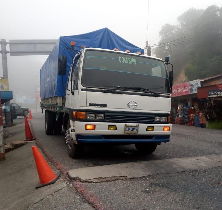Camión con madera ilegal