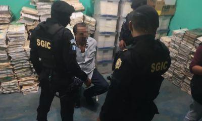 René Gilberto Reynosa Alegría, alcalde de Las Cruces, Petén, fue capturado este miércoles por asesinato. (Foto: PNC)