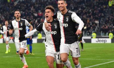 Cristiano Ronaldo y Paulo Dybala se besaron por accidente durante un festejo de gol, de la Juventus de Turín. (Foto: Twitter)