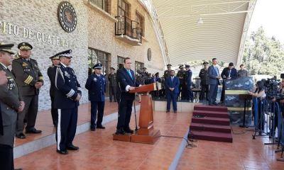 El Presidente Alejandro Giammattei habla ante los medios de comunicación en una rueda de prensa en el cuartel Mariscal Zavala. (Foto: El Periódico)