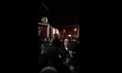 Una manifestación contra el expresidente Jimmy Morales y su exvicepresidente Jafeth Cabrera, a las afueras del hotel donde se realizó la sesión del Parlacen, dejó detenidos y heridos. (Foto: Captura de video)