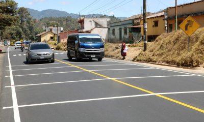 Vecinos tiene complicaciones para cruzar la carretera ya que algunos pilotos no respetan las señales de tránsito y el paso de cebra. (Foto: Carlos Ventura)