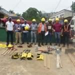 Los personeros de la Municipalidad de Panzos recibieron el equipo para combatir incendios forestales en calidad de préstamos de parte de la Fundación Defensores de la Naturaleza. (Foto: Redes Sociales)